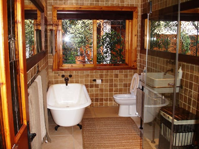MAIN HOUSE BATHROOM EN SUITE   Our bathrooms are spotless and modern.