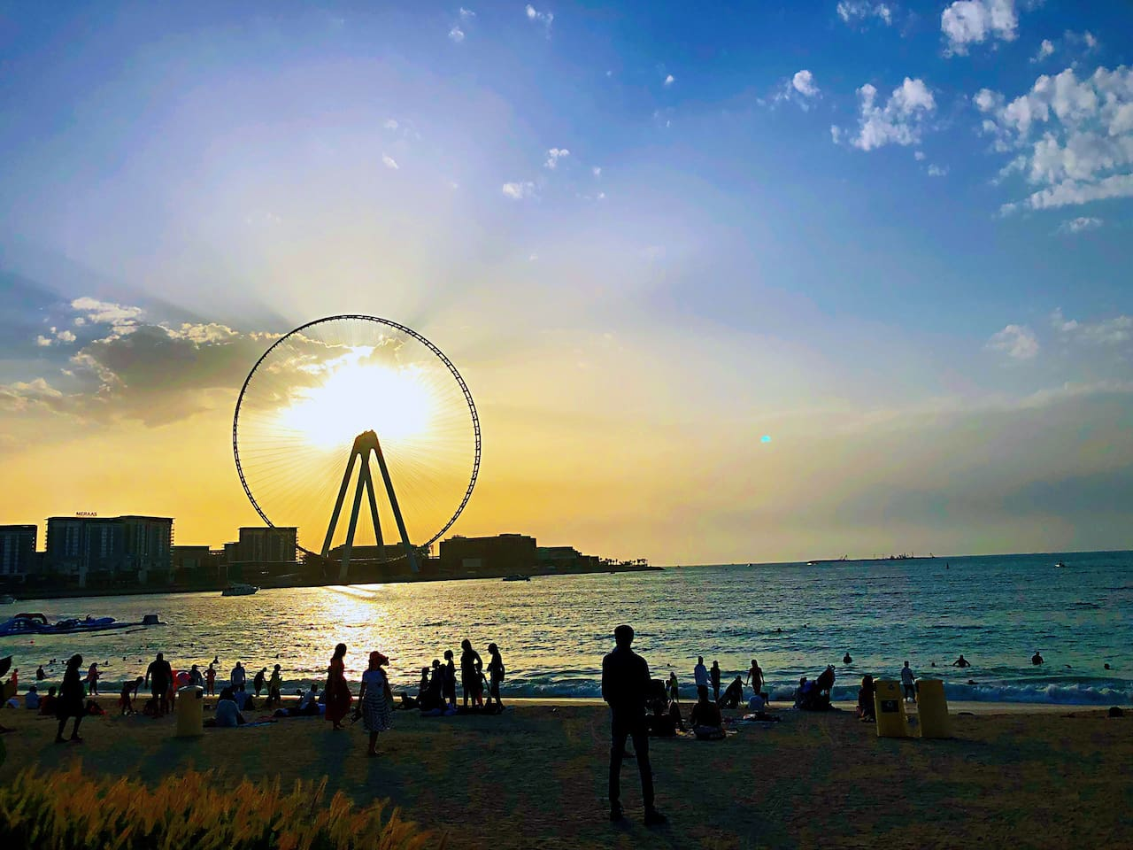 1-2 minuets by walking you can arrived to beach and see the Dubai eye JBR