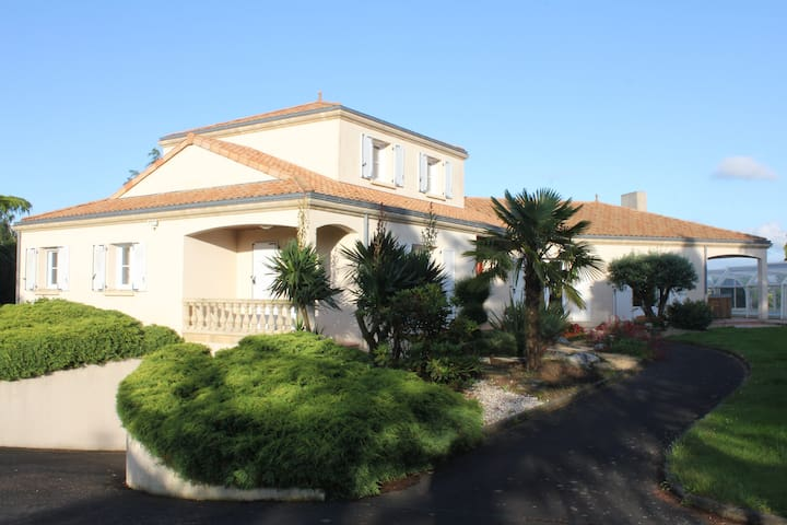 Villa 4BR family&quiet pool&games - Beaupreau
