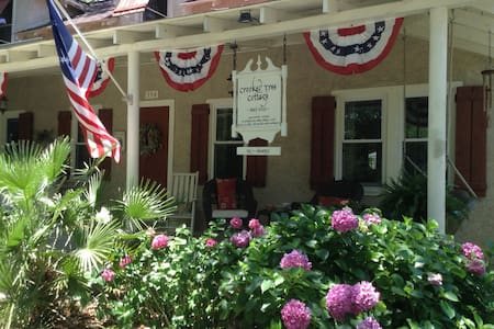 Crooked Tree Cottage B&B 1, Breakfast included!