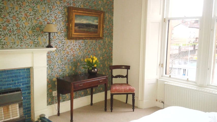 Lovely Victorian Flat in West End