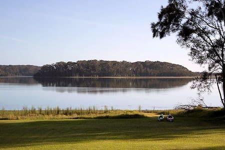 Dalmeny lake side paradise - Hus