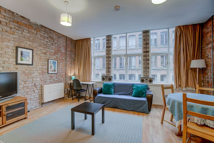 Spacious & Stylish apt for 4, NQ Manchester