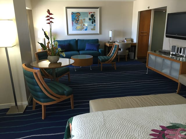 HONOLULU SUITE - ALL INCLUSIVE RATE - SUPER HOST!