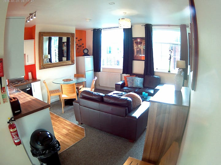 Large 3 Bedroom Serviced Apartment Hull Old Town