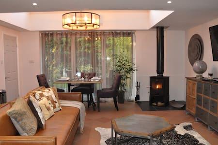Luxury Hide Away House with Log burner