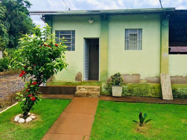 Casa com ótimo custo benefício próximo a Capitólio