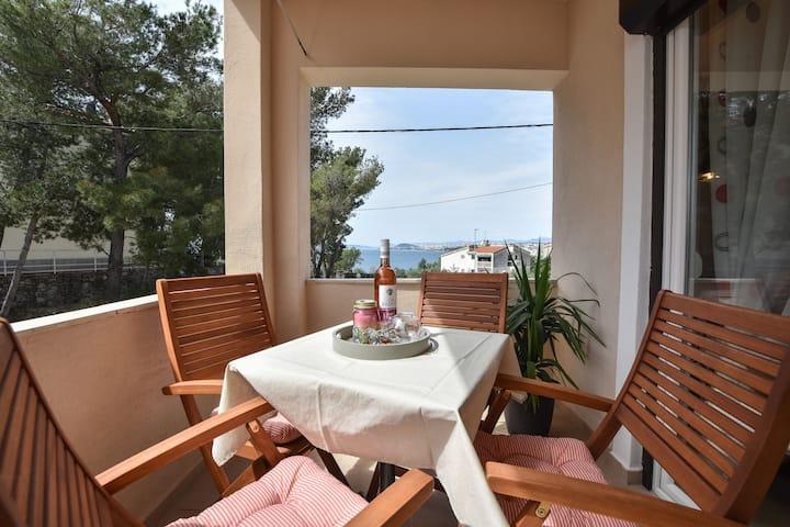 "Modern apartment ""Daria"" with a sea view"