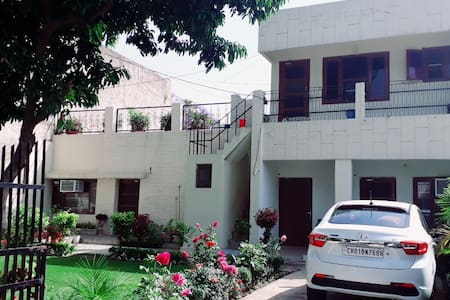 Fabulous 2 Room Home-stay in Sector 10