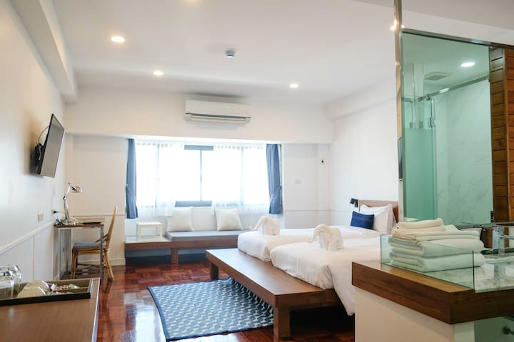 Deluxe Twin w/ Swimming Pool in Old City Center