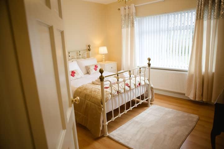 Knocknagore Cottage, Elegant and Stylish Cottage