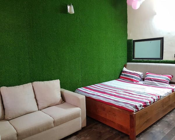 MANNAT | 5MINS AWAY FROM METRO | COUPLE FRIENDLY