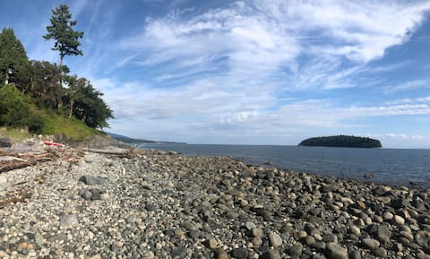 Private Waterfront Beach Cottage - West Sechelt