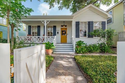 Pineapple Cottage, Galveston historic charm