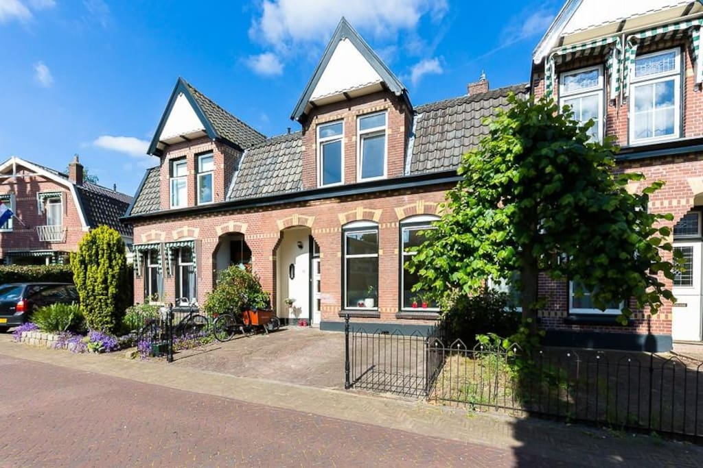 Very nice house in hilversum houses for rent in for Very nice house