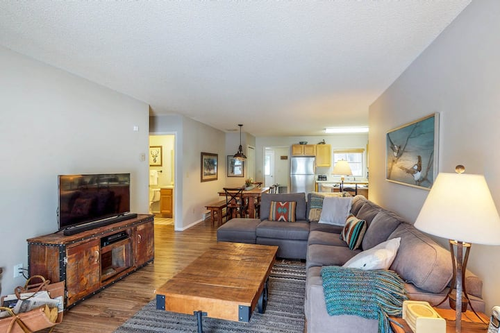 Comfortable Big Sky condo across the street from lift!