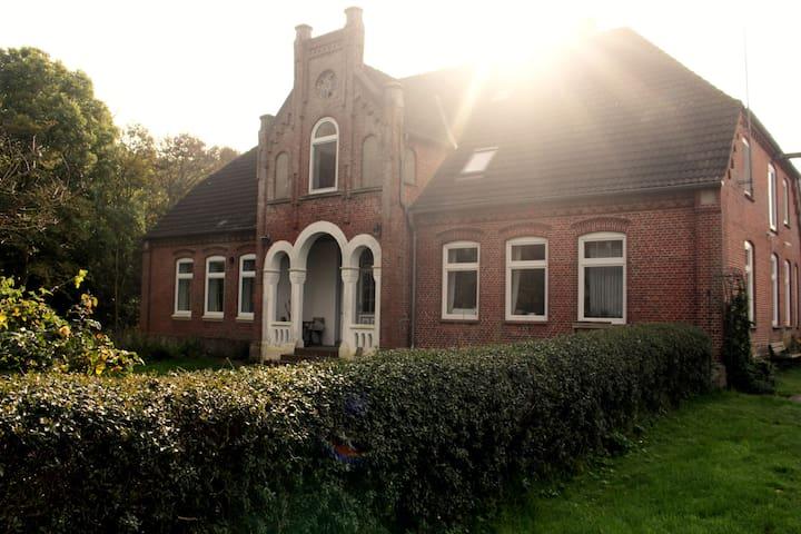 Urlaub im historischen Bauernhaus - Tating - Apartment