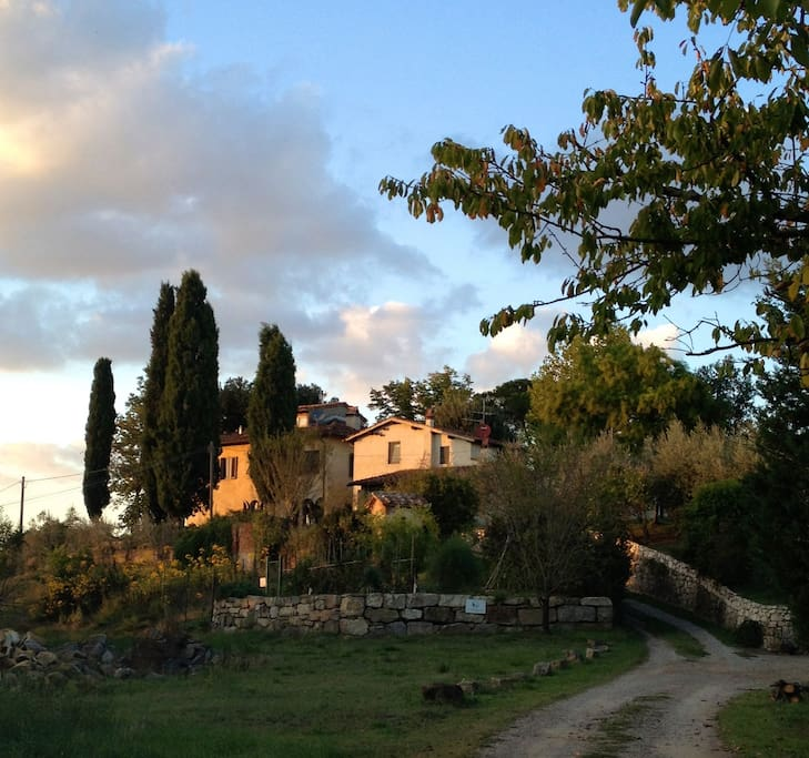 Photo of il Poggiolo at sunset by Amy Rubin. The Fienile is on the right.