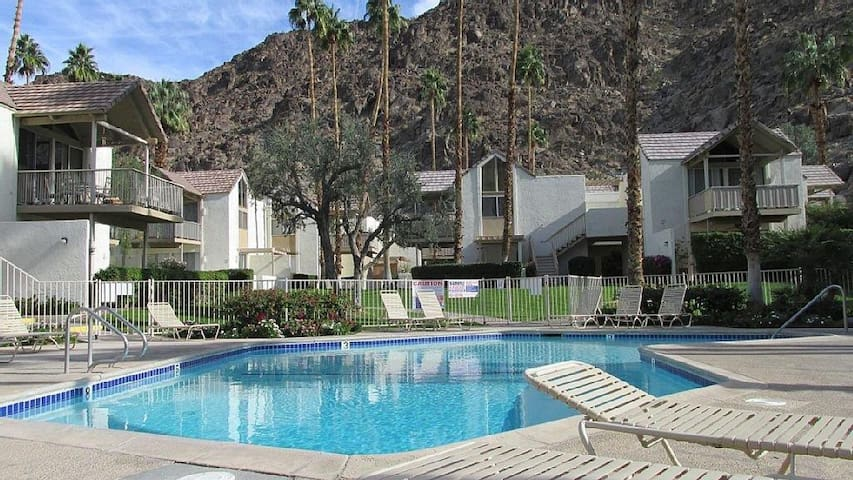 Quiet Private Studio! Mountains! Pools! PetsOK! - Indian Wells - Kondominium