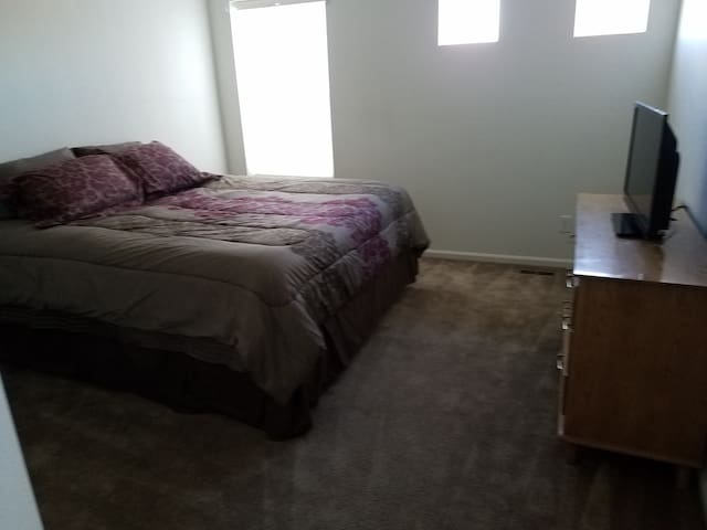 2 Comfy Private Rooms - Johnstown
