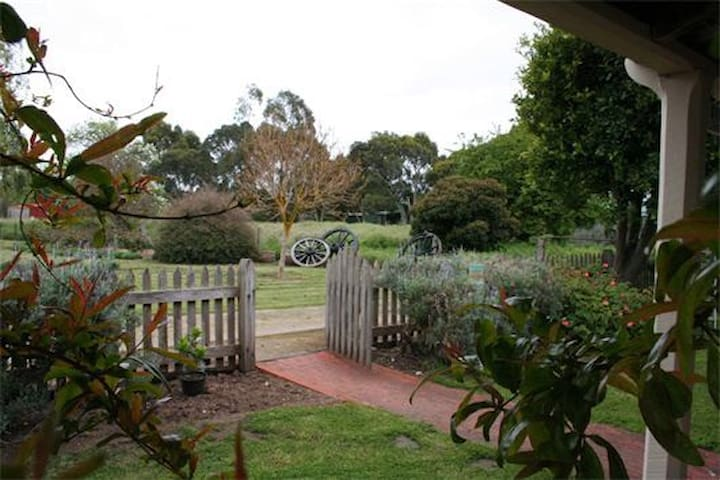Davidson Cottage on Petticoat Lane - Penola