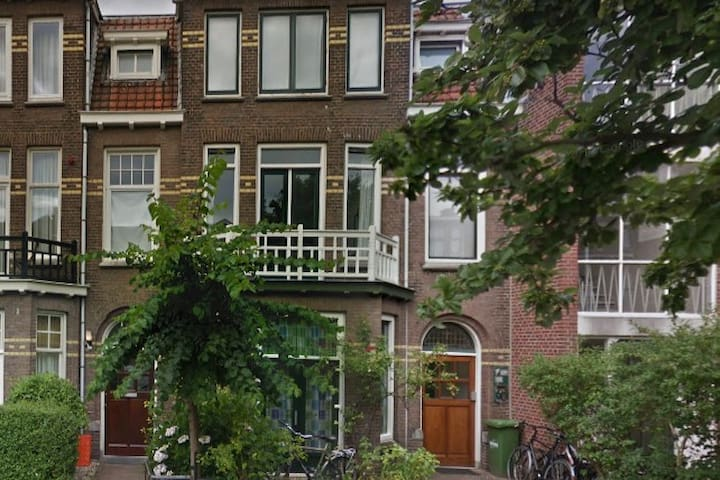 Den Haag home in  populair neighborhood near beach