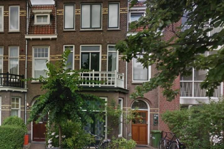 Den Haag home in  populair neighborhood near beach
