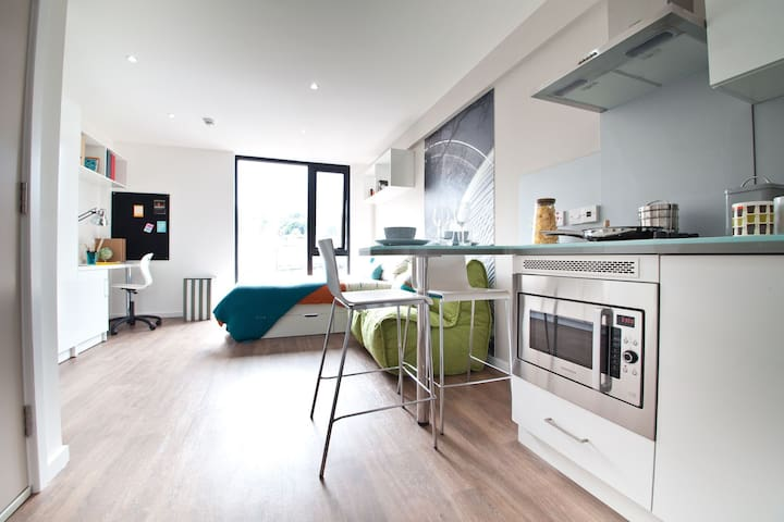 Central modern apartment, riverside, top location