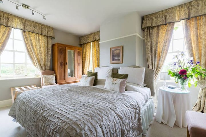 Cotswold Farmhouse B&B near Broadway (Tower Room)