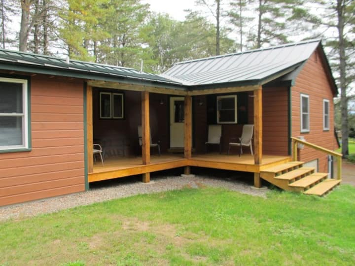 Pine Valley - Great newly renovated cabin - close to the village of Oquossoc