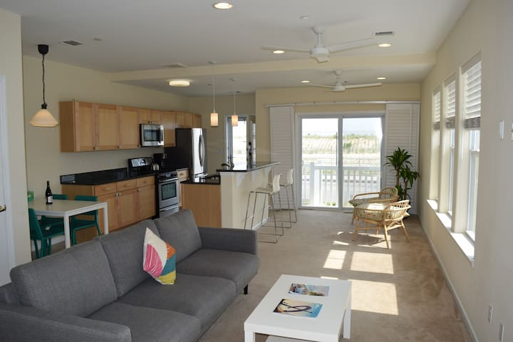 NYC Beach Front Escape! 2 Bed / 2 Bath near JFK