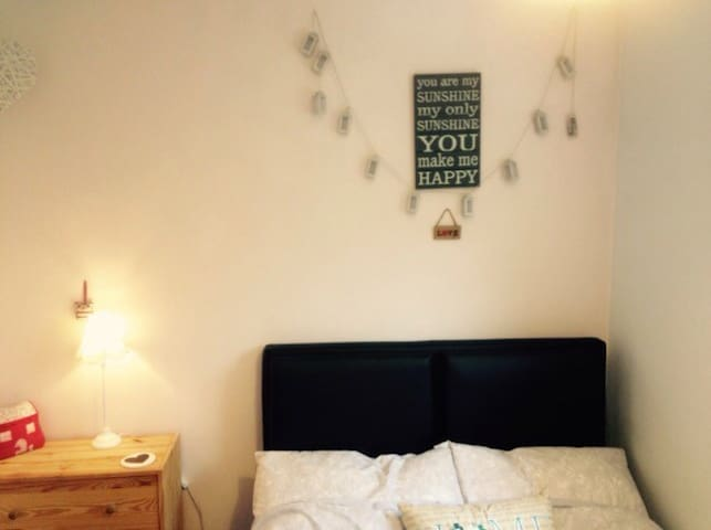 Lovely clean and tidy room - Furzton - Hus