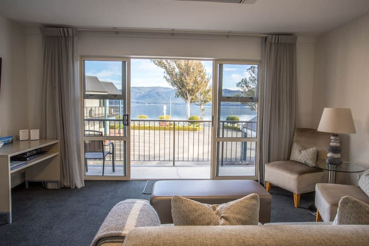 Superior One Bedroom Suite at Radfords on the Lake
