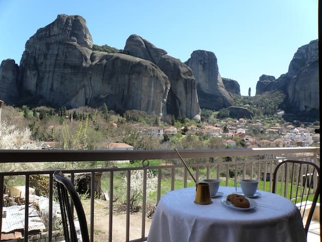1 Min to Mountains - Modern room Double King bed