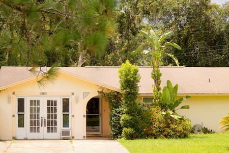 Tropical Getaway in Sunny Florida