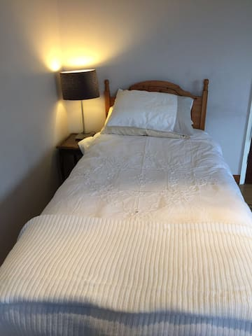 Ensuite bedroom in Wendover - Wendover - House