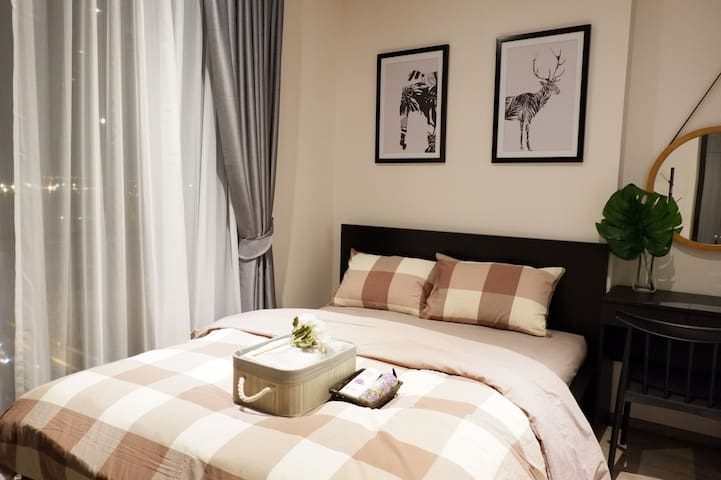 queen size bed 一张大的双人床