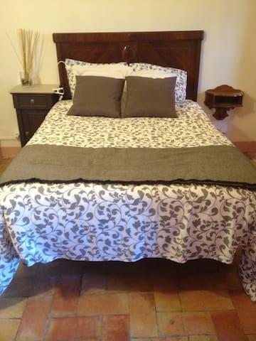 Dues habitacions privades a Masia  - Garrigàs - Bed & Breakfast