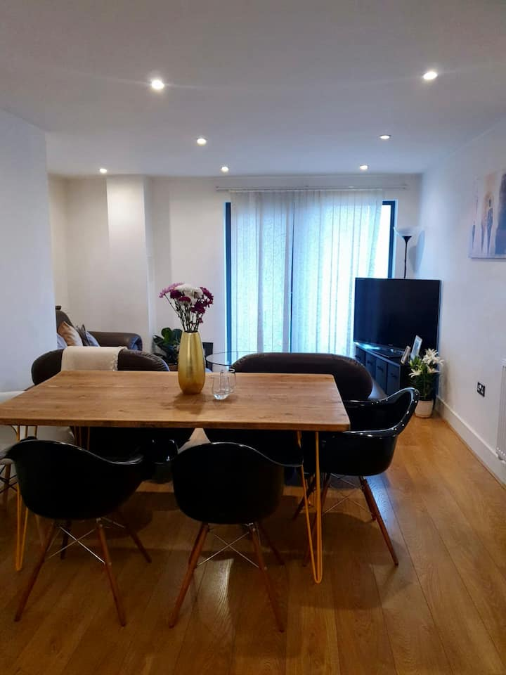 Cosy Modern private room&bath, near Excel and O2