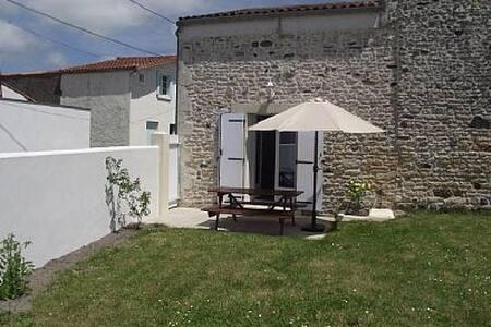 Jolie maison charentaise - Mornac-sur-Seudre - บ้าน