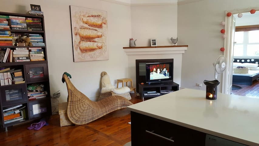 Character 2BR Apartment - Manly - Leilighet