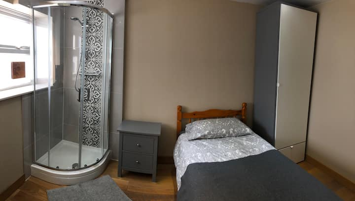 Private Shower, self catering close to Addenbrokes