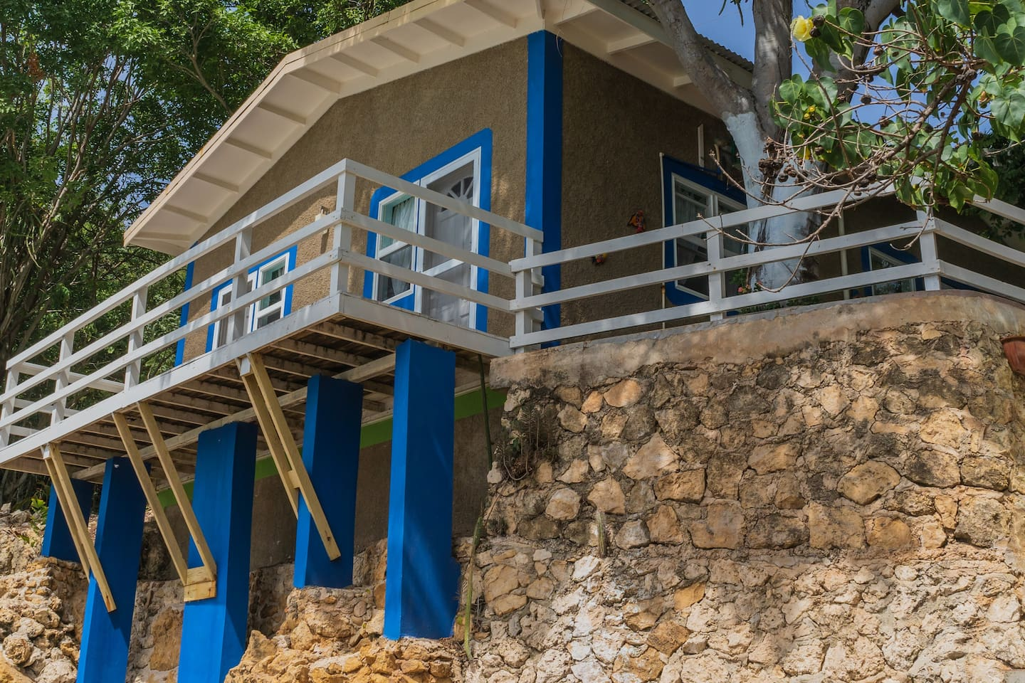 Welcome to Unforgettable Beach-side Cottage