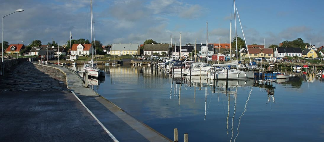 The small harbour in the village, just 2 minutes from the cottage