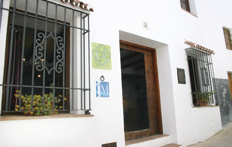 Semi-Detached with 2 bedrooms on 71m² in Montejaque
