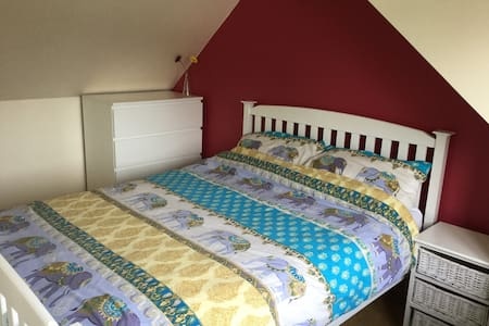 Double Room with 2nd room available - Sompting