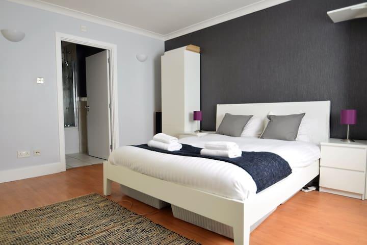Huge 1BD/1BH Apt - Sleeps 4 - Amazing Location - London - Lägenhet