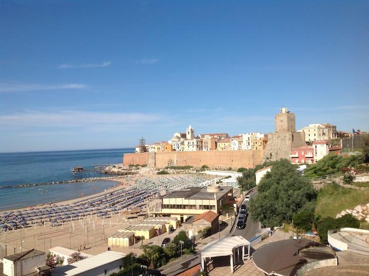 Termoli sul mare, con  vista su città vecchia