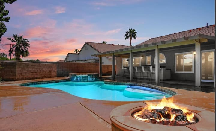 Time To Take A Plunge!!! 3BR/2BA- Missouri, Palm Desert