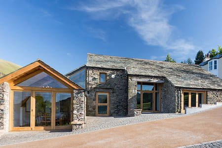 Luxury lakeside barn set in 26 acres with four en suite bedrooms - Ullswater - Haus